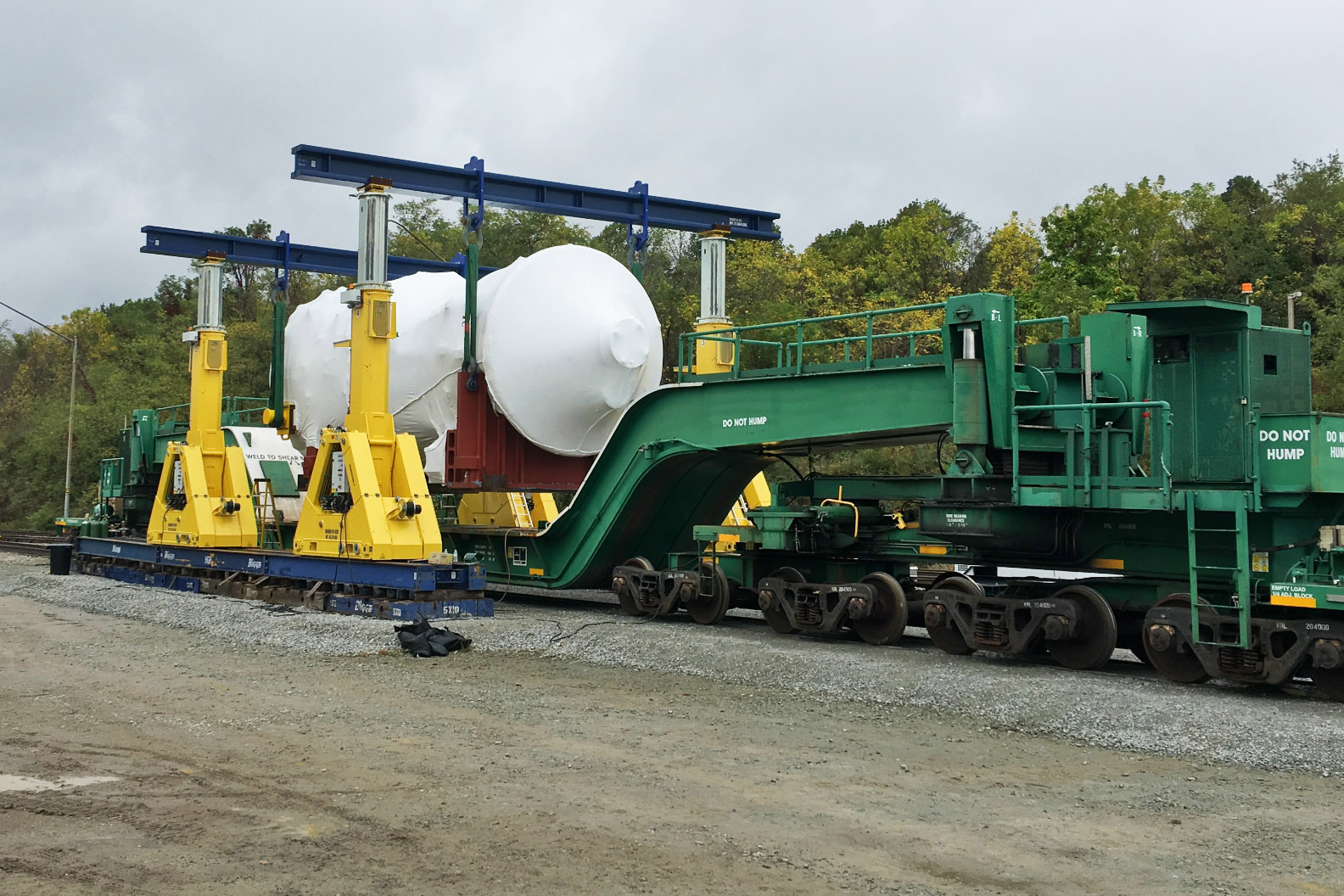 Specialized unloading rig for turbines & generators.